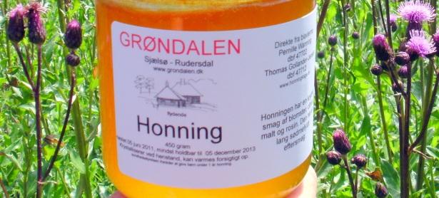 Nu kan du smage og købe den helt fantastiske honning, lavet af Thomas og  Pernilles bier, der hele sommeren har trukket nektaren ud af Grøndalens  suveræne ...